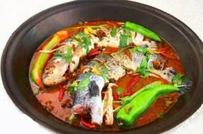秘制铁锅炖鱼